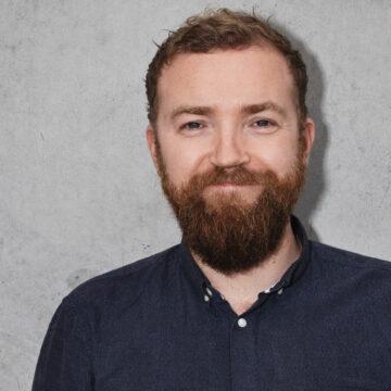 Mikael Kærsgaard, underviser i sangskrivning og musik på Roskilde Festival Højskole